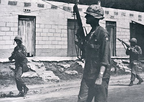 Patrullando en Santo Domingo con M16