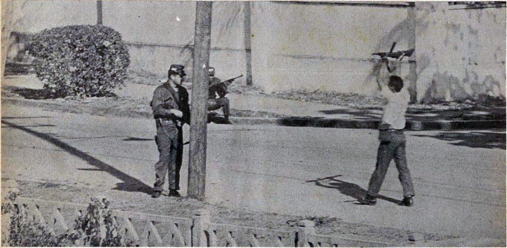 Soldados americanos apresan civil
