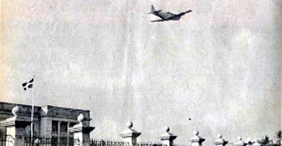 Aviones sobre el Palacio Nacional