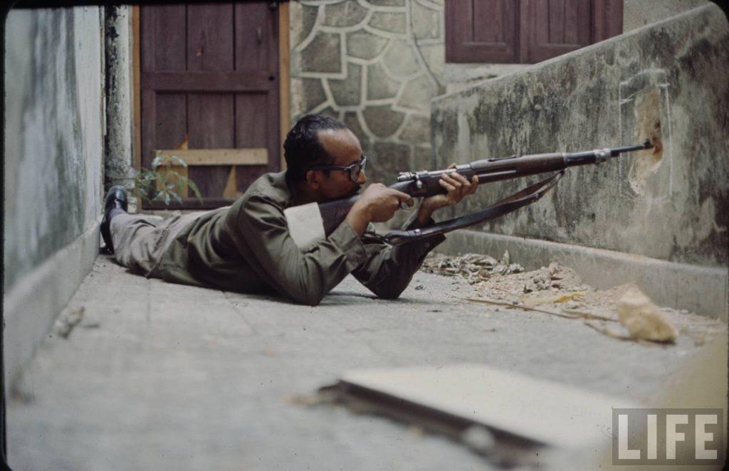 Francotirador en posición de combate